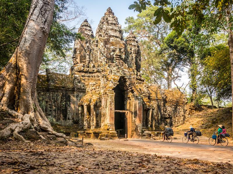 Homewards, North Gate, Angkor Thom, Cambodia