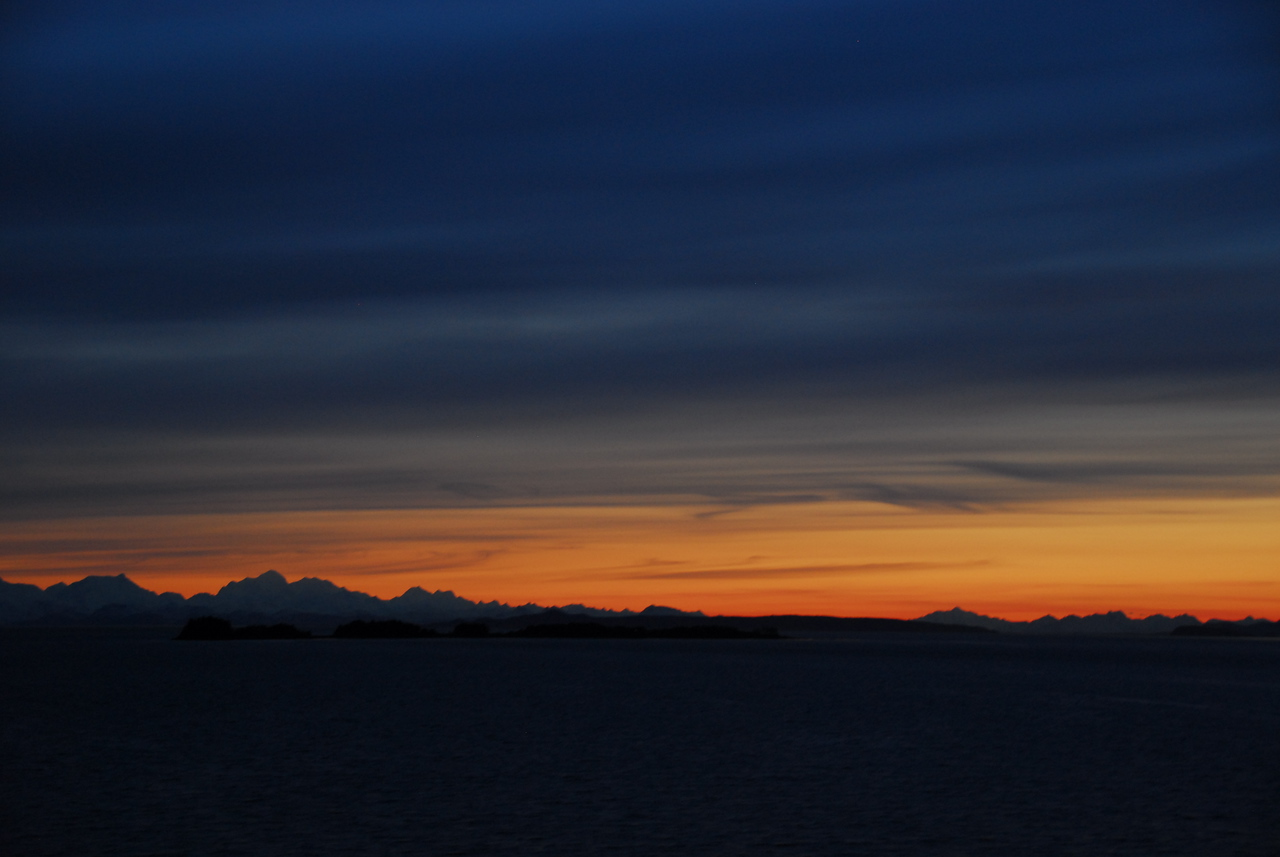 When the skies were clear, we were mezmorized by a rewarding view of an Alaskan sunset.