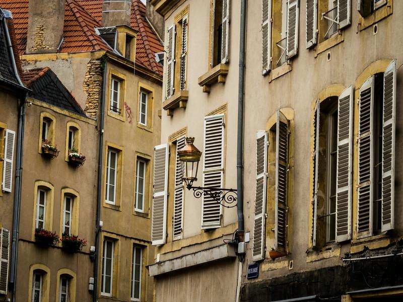 Shutters and Windows, Metz