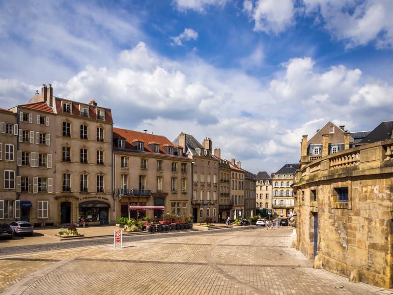 Around the Bend, Metz