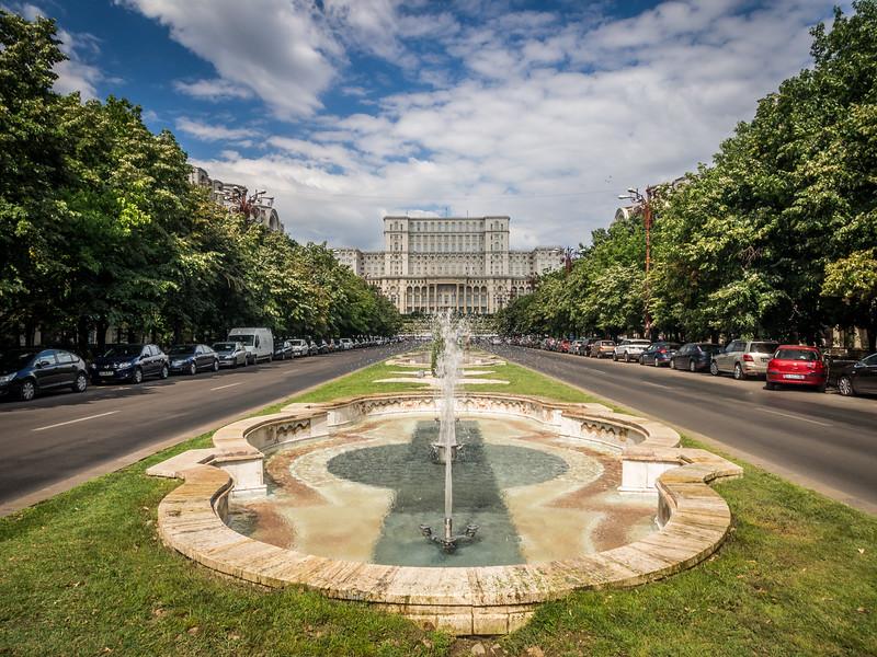 Morning on the Bulevardul Unirii, Bucharest