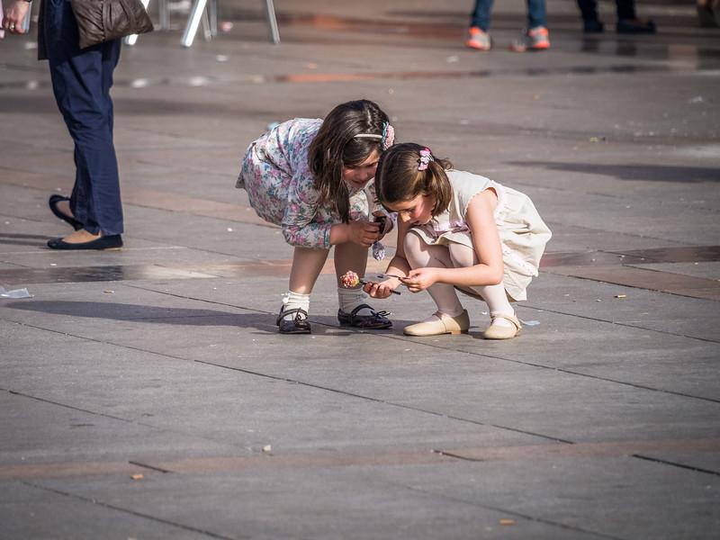 What Have These Girls Found, Plaza de la Corredera, Córdoba