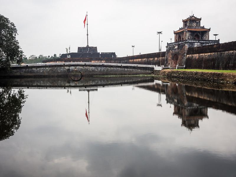 Citadel Reflected, Hue