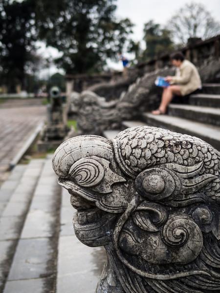 Stairway Sentinel, Hue