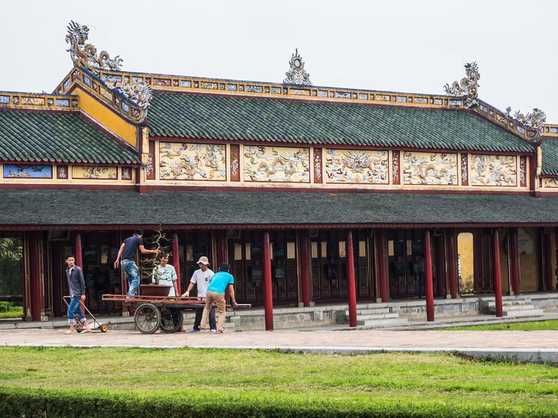Palace Gardeners, Hue