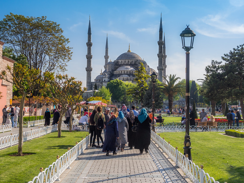 Women and the Blue Mosque, Istanbul, Turkey