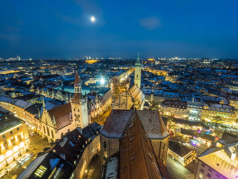 Moonrise on First Advent, Munich, Germany