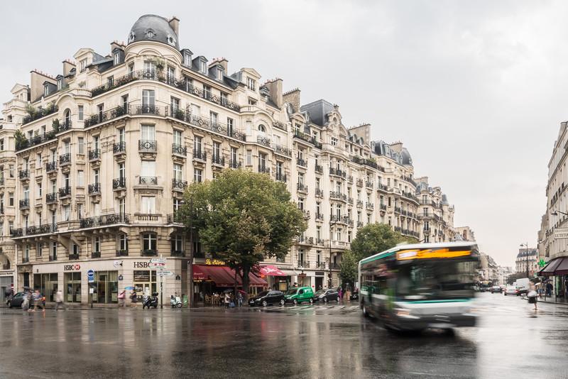 À Gauche sur le Boulevard, Paris