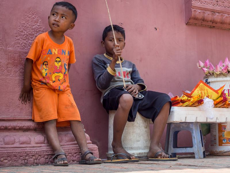 Waiting for a Sale, Wat Phnom, Phnom Penh