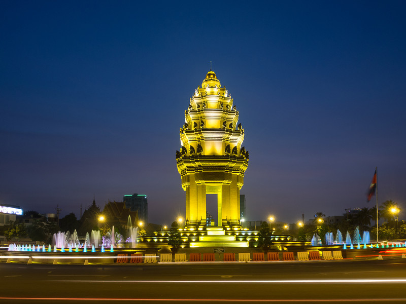 Night on the Independence Monument, Phnom Penh
