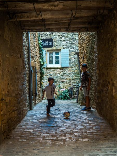 Alleyway Game, Oingt, France