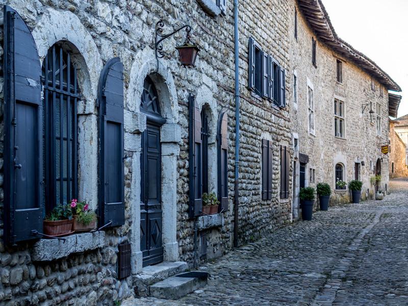 Old Homes, Pérouges