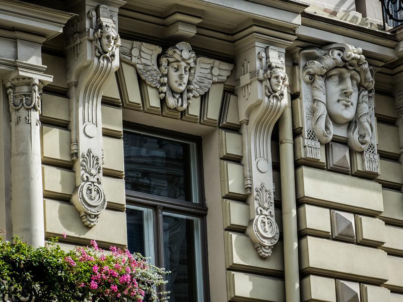 Watchers, Riga
