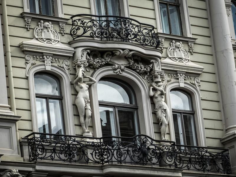 Sexy Caryatids, Riga