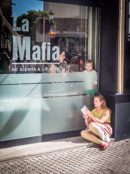 Mamas and La Mafia, Seville