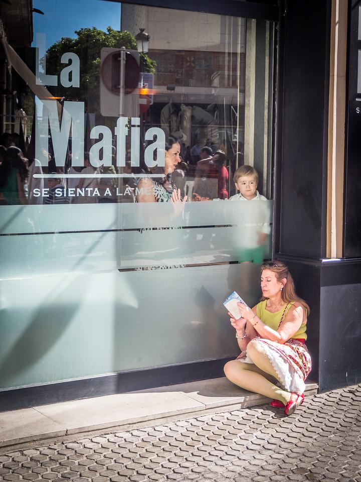 Mamas and La Mafia, Seville