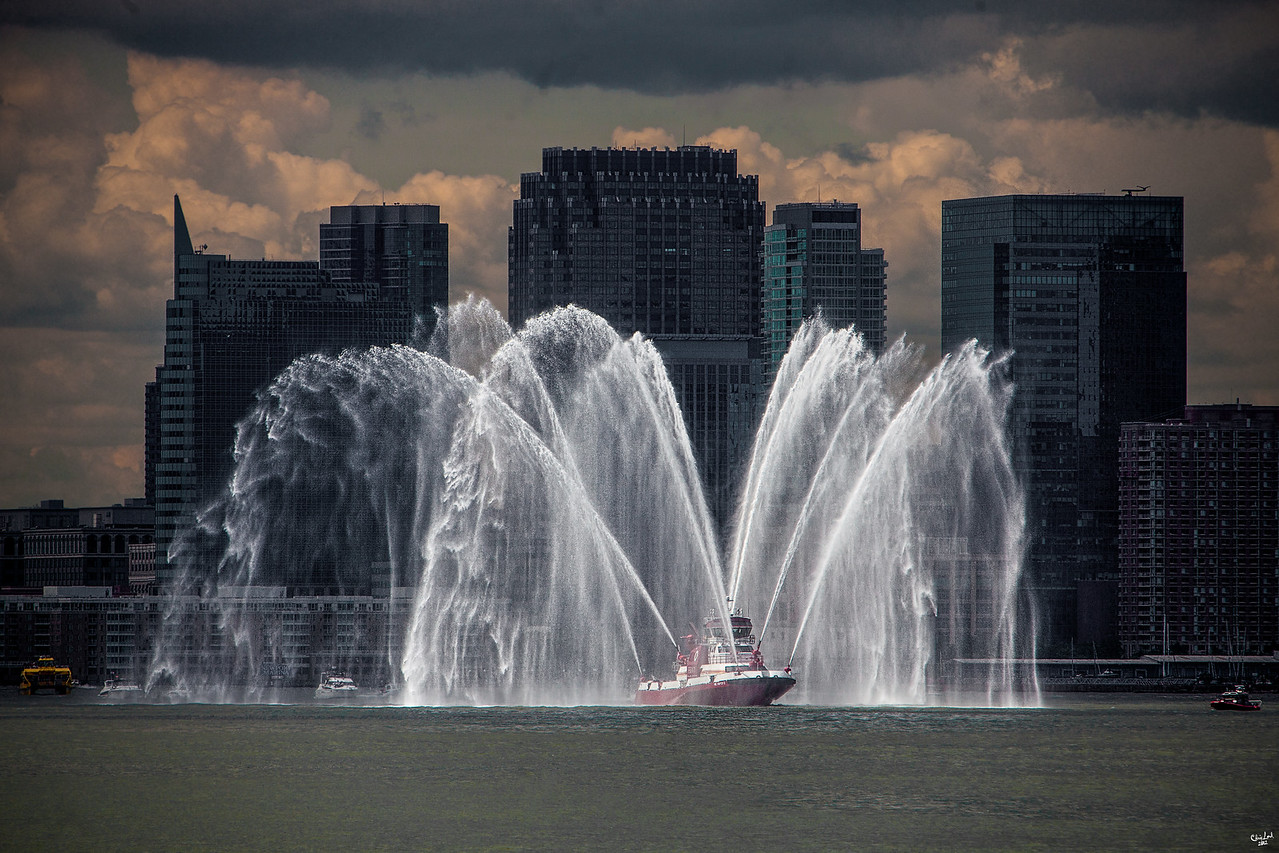 The NYFD Fireboat Escort