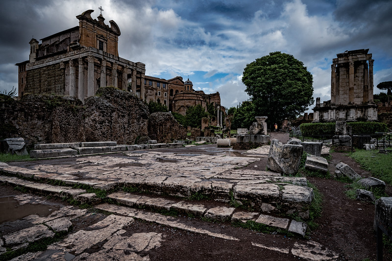 A rainy day at the ancient Roman forum
