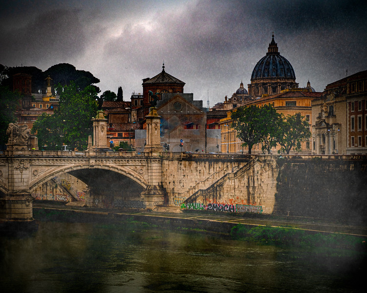 An evening by the Tiber River