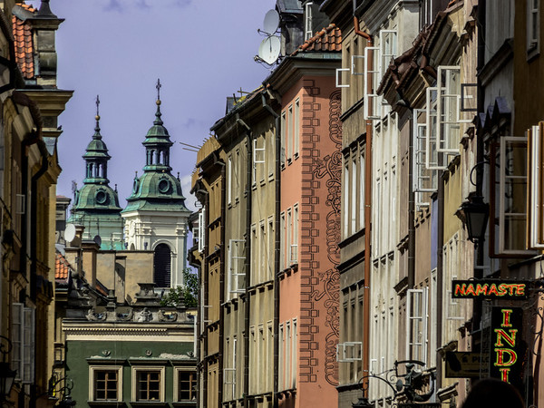 Alleyway Windows, Warsaw