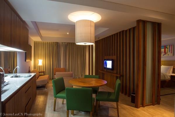 Holiday Inn Express Bali Raya Kuta - Deluxe Suite - Living Room