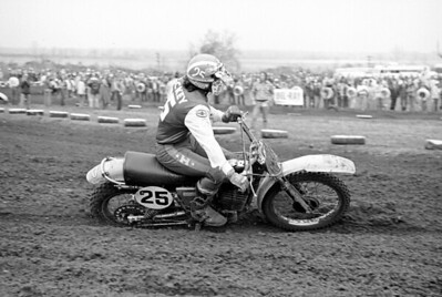 Husqvarna factory rider Brad Lackey who raed in the 500cc MX World Championship for Husky in 1975-76. Shown here at the Saint Louis USA Trans-AMA race on a Husqvarna CR360