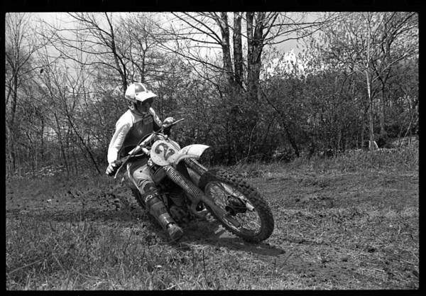 Jim Gianatsis testing Bob Hannah's 250cc National and Supercrosso Championship winning Yamaha OW26.