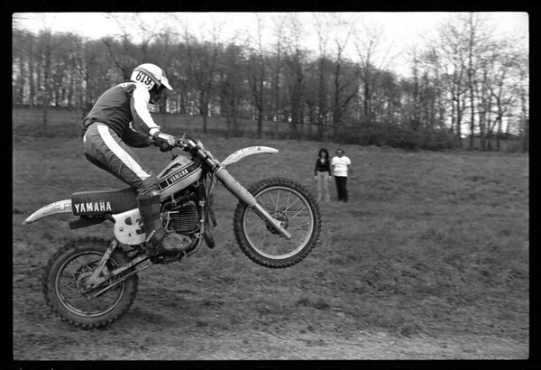 Jim Gianatsis testing Bob Hannah's 250cc National and Supercrosso Championship winning Yamaha OW26.