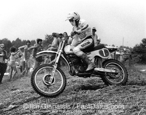 Kent Howerton on his Suzuki RH250 at the 1980 Unadilla 250cc Grand Prix.