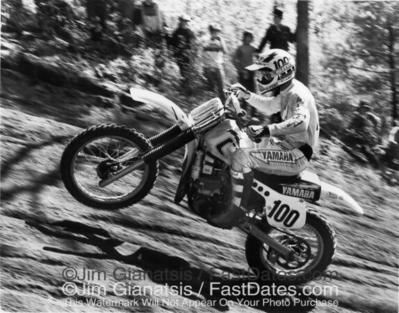 Bob Hannah tackles a sandy uphill with his Yamaha OW26 at the 1981 Southwick  250cc National.