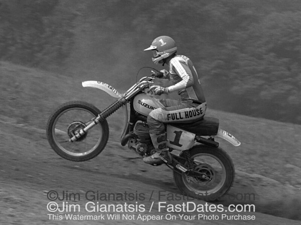 Tony DiStefano, Suzuki RN465, 1977 Unadilla National.