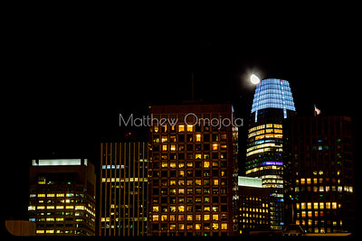 Night Scene SAn Francisco skyline. Close up Salesforce tower with moon.