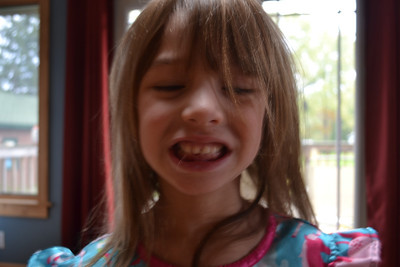 Mia first tooth loss 2011