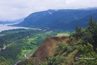 View of the Columbia River Gorge from the Women's Forum Overlook.