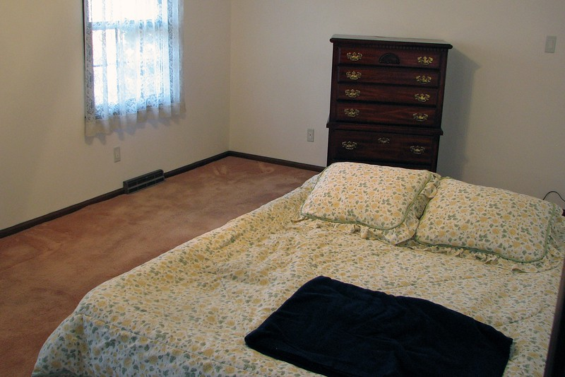 The waterbed was one of the items that wasn't making the move to Georgia.  So just like it was when we moved from Pennsylvania, the air mattress was pressed into service once again.