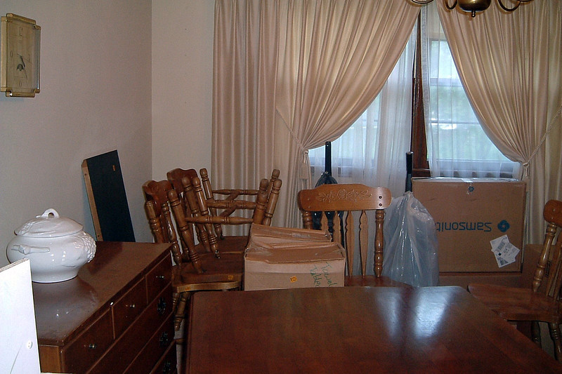 The kitchen table and chairs went into the dining room until we could get the kitchen boxes unpacked.