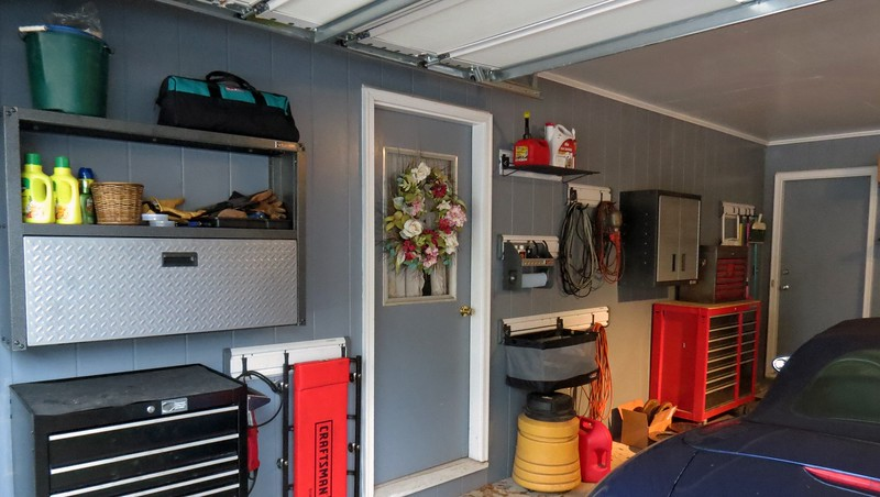 The new wall cabinet is mounted next to my large tool box.