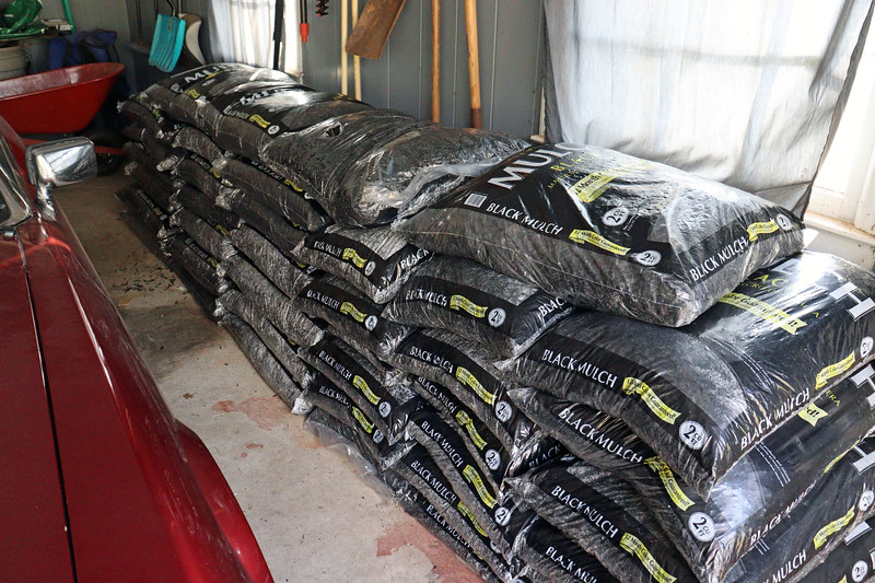 Since Lowe's was nice enough to put it on sale this weekend, I was happy to relieve them of 40 bags of black mulch.  Getting all of that home was a little more involved.  I don't have the Cirrus anymore, and the Z4 is tiny.  That leaves the XJS to serve as the mulch hauler.  I can fit 8 bags comfortably.  Five trips later, I was ready to face the day.