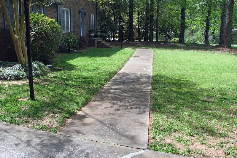 The edging line looks nice along the front walk.
