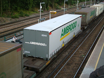 Ambrogio swapbodies roll through Wandsworth Road, 4th August 2006