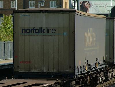 Swap_NorfolkLine_KensingtonOlympia_121009 (36)