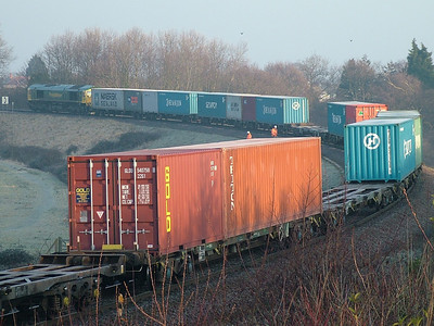 Gold Container Leasing 22G1 GLDU540759-8 rolls round a curve leaving a frosty Felixstowe on the 30th Dec 2008