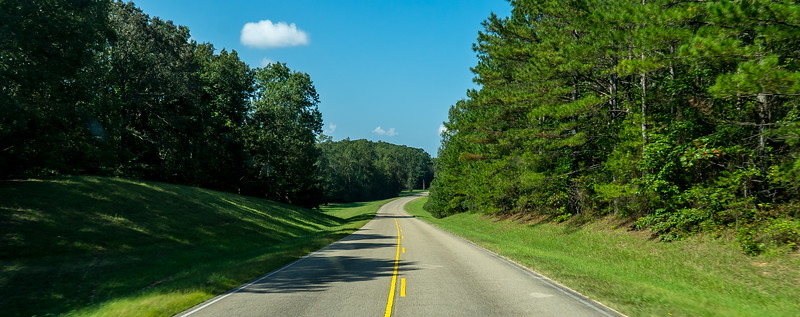 Natchez Trace Parkway, MS, MM 300 -- 9/21, 10:47 am ... nor are there any stop signs...
