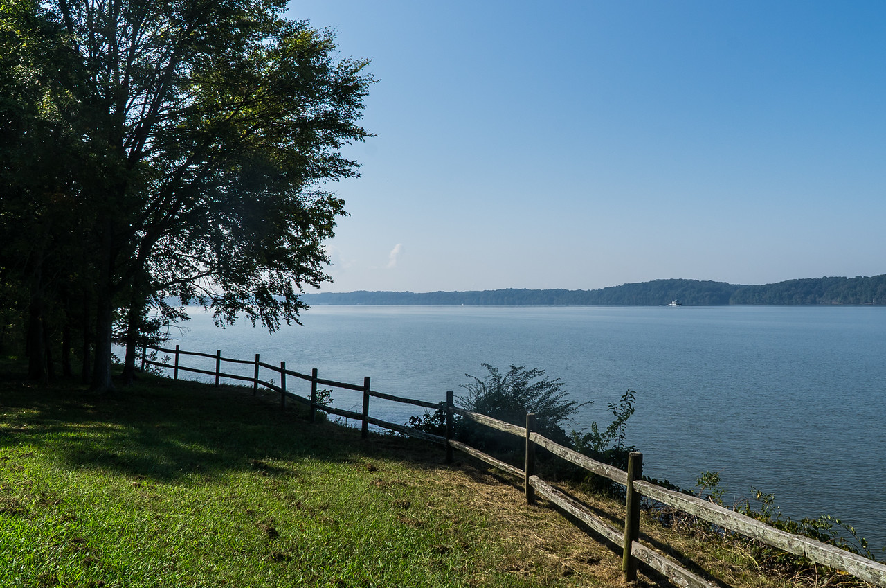 Natchez Trace Parkway, AL -- 9/21, 10:14 am We've driven into the NW corner of Alabama, and are now about to cross the Tennessee River.