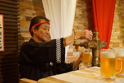 Tokyo_draft_beer_guy_1_djp
