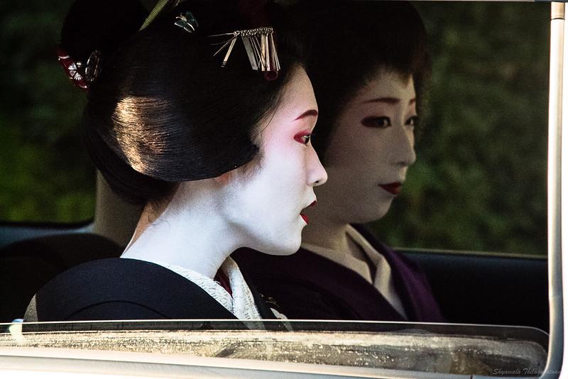 Geiko-Maiko spotting - a first for me.