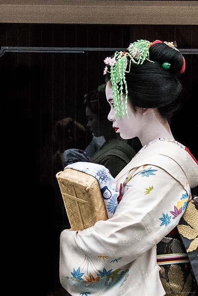 Reflections of a maiko