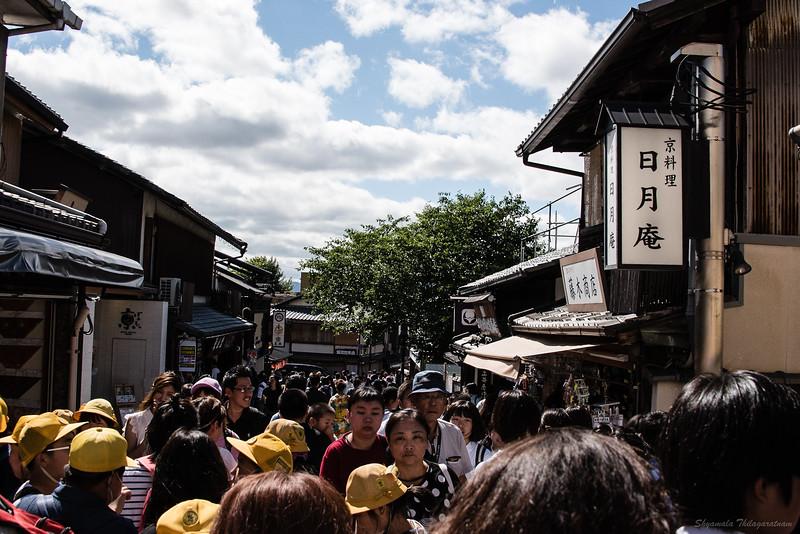 The crowds at Higashiyama, on the way up to Kiyomizu-dera.