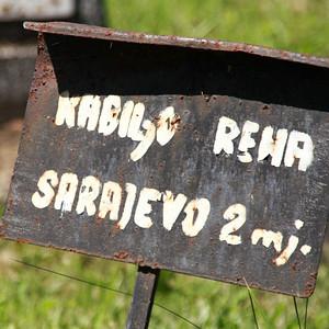 2歳で亡くなった少女の墓碑。サラエヴォ出身。