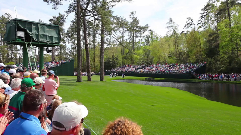 Video - Skipping the ball on the pond at the 16th hole of The Master's 2014